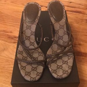 Authentic Gucci Heels- Brown classic Gucci print